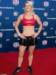 Jessie Graff makes American Ninja Warrior history as first female to  complete Stage 1 | Daily Mail Online